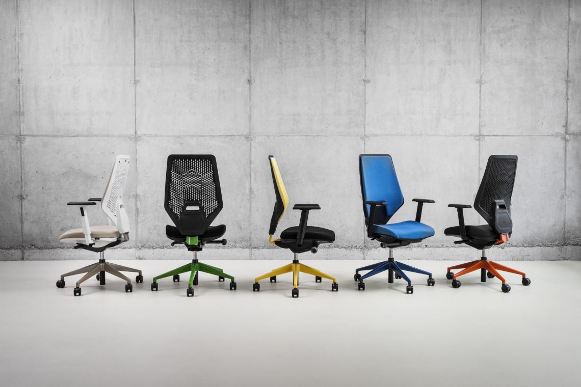 Biurowe krzesła z oparciem z materiałów z recyklingu