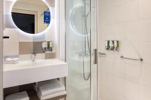Personalizacja w projektach łazienek. Te rozwiązania znajdziemy w spektakularnych inwestycjach hotelowych!