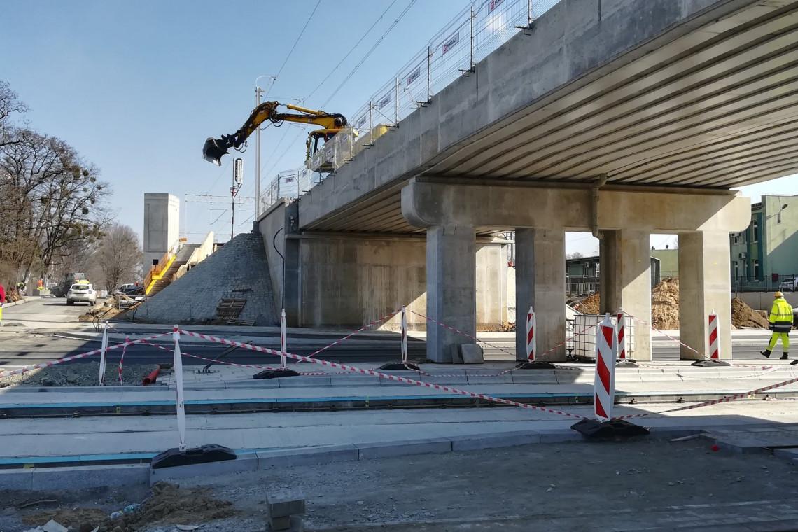 Wrocław: powstają nowy przystanek i wiadukt na Szczepinie