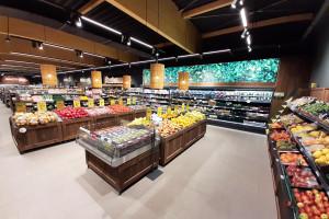 Naturalne wnętrza sklepu w historycznej zabudowie Fuzji