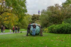 Ideologiczny pomysł Joanny Rajkowskiej na Plac Pięciu Rogów. Oto rzeźba Pisklę. Drozd