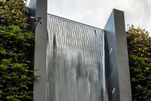 Wodospad w mieście? Niezwykła fasada budynku mieszkalnego