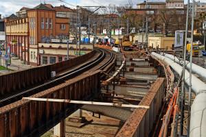Zardzewiały wiadukt w Szczecinie przechodzi remont