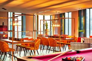 Przepełnione sztuką wnętrza w miejskim klimacie czekają na gości NYX Hotel Warsaw