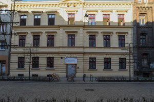 Dawny dom robotników z fabryki Izraela Poznańskiego w trakcie przebudowy