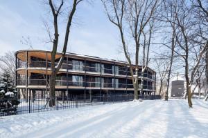 Klimat butikowego hotelu i nawiązania do międzywojennej architektury. To projekt Macieja Franty