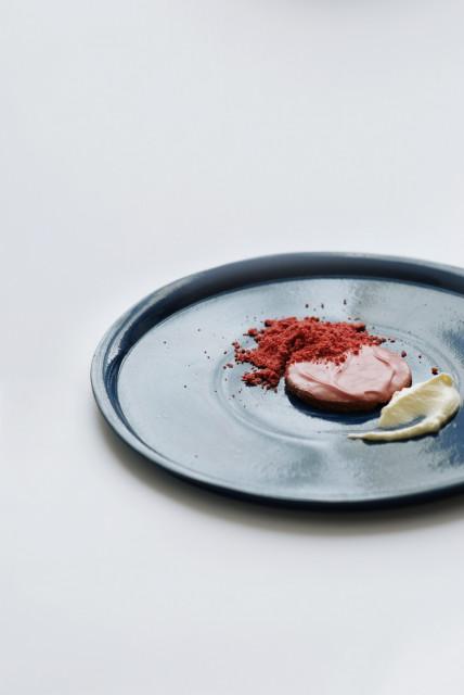 Malarstwo abstrakcyjne na talerzu. Absolwentka ASP jedzeniem imituje obrazy Pollocka, Kandinsky'ego i Malewicza