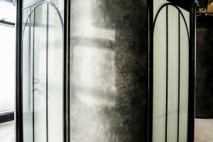 Pofabryczny klimat i galeria sztuki: tak wygląda oddział PKO BP w łódzkiej Bramie Miasta