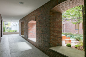 Jak zaaranżować przestrzeń na świeżym powietrzu? Architekt podpowiada