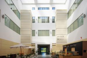 Adgar z nowym budynkiem w historycznej części Woli. W środku Brain Embassy!