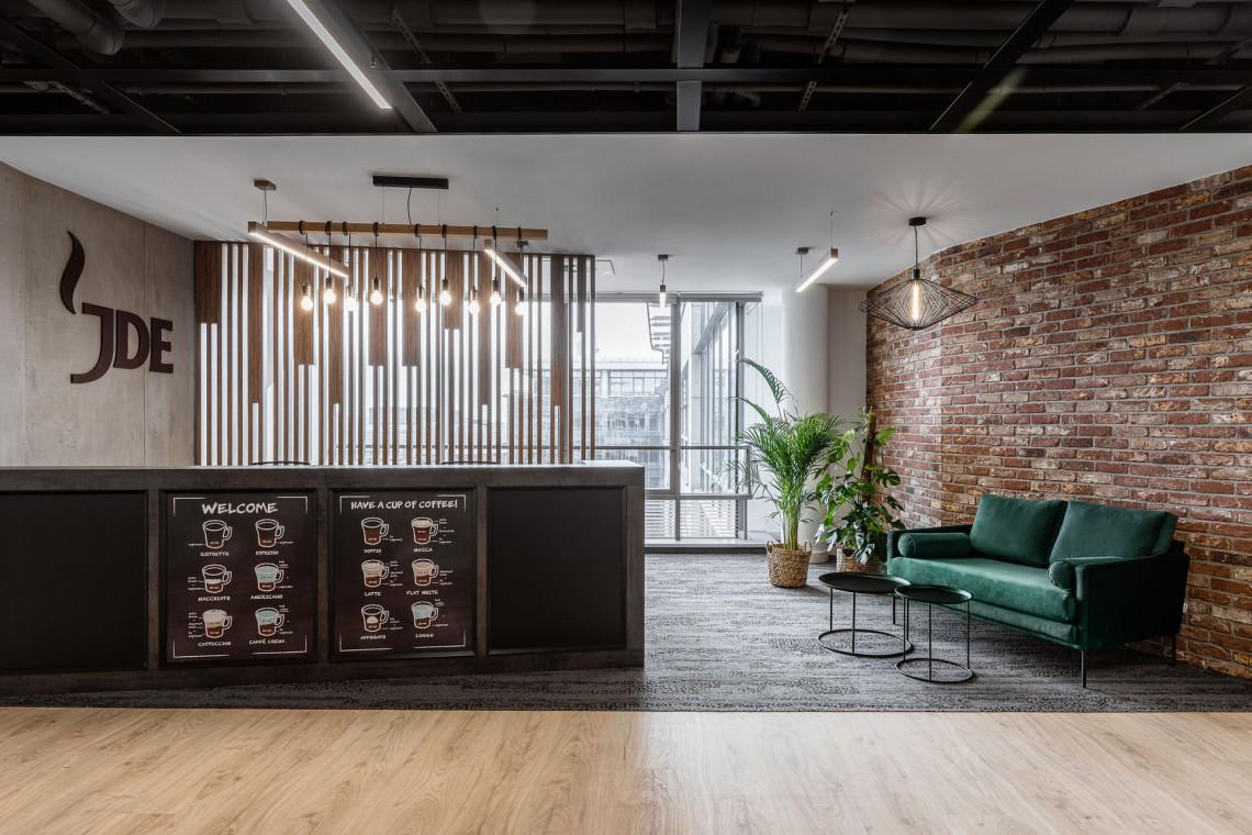 Jak się pracuje u kawowego giganta? Zaglądamy do wnętrz biura JDE autorstwa pracowni Bit Creative Barnaba Grzelecki