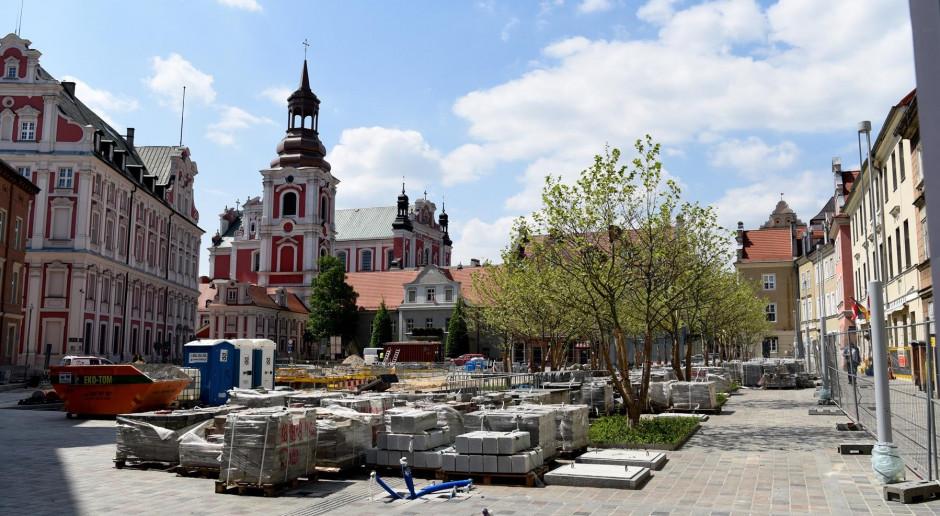 Przebudowa poznańskiego placu Kolegiackiego na ostatniej prostej
