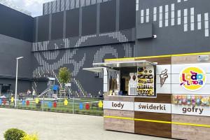 Przy Atrium Promenada w Warszawie powstał wielofunkcyjny plac zabaw