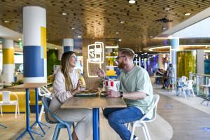 Atrium Reduta uruchamia odświeżony food court. To projekt hiszpańskich architektów