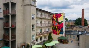 W Łodzi powstał nowy mural. Tym razem dla seniorek