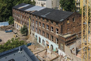 Zabytkowa fabryka w Łodzi odzyska dawny blask. Rozpoczęły się prace budowlane