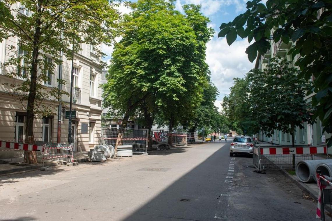 Kolejna łódzka ulica zamieni się w zielony podwórzec