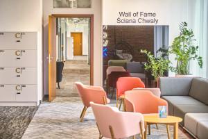 Tak się pracuje w farmacji. Zaglądamy do wnętrz inspirującego biura od Massive Design