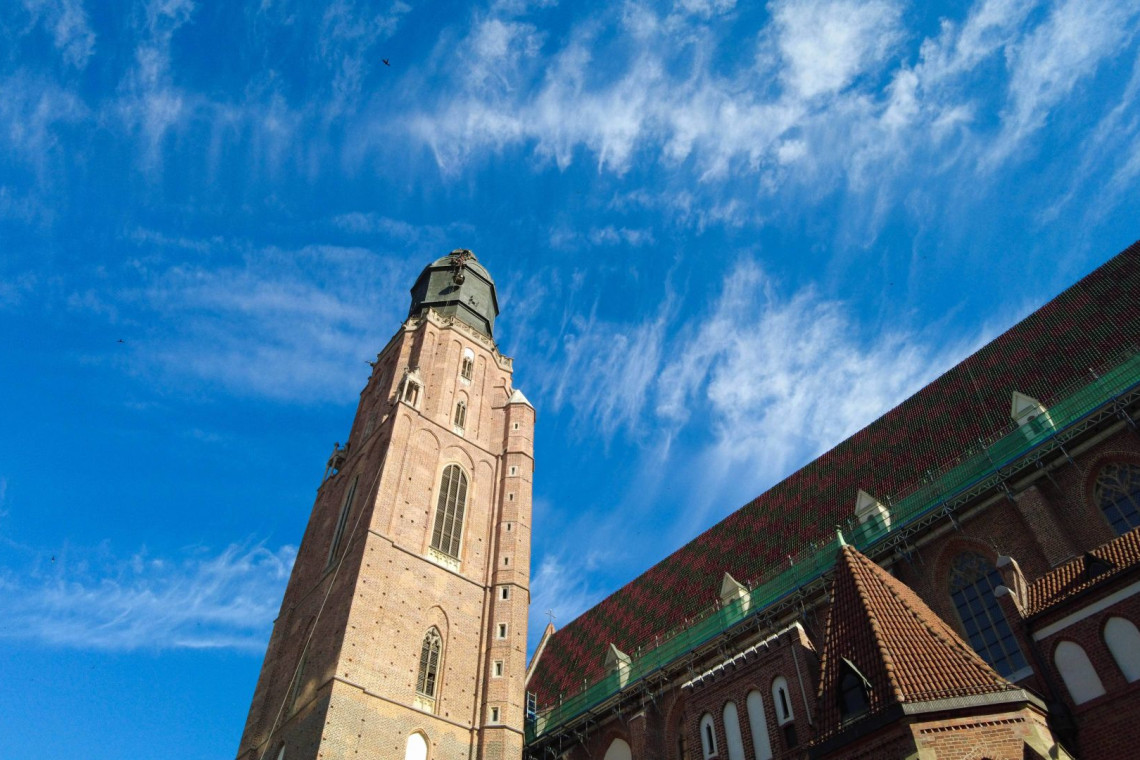 Pozłacane kule wróciły na wieżę wrocławskiego kościoła