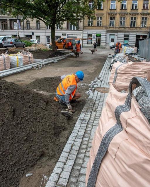Nowe drogi w centrum Łodzi. Budowa trzech inwestycji na półmetku