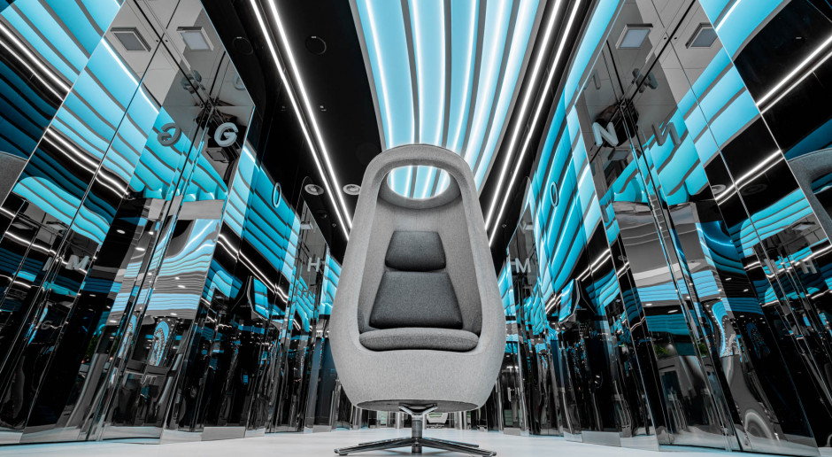 """Kosmiczna inspiracja. Przemysław """"Mac"""" Stopa zaprojektował niezwykły fotel do biur czy lobby"""