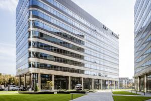 Fabryczna Office Park w Krakowie z przeszkleniami z innowacyjnego giętego szkła