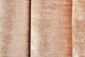 Dostawca tkanin z sesją w postindustrialnych wnętrzach Clay.Warsaw