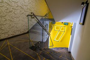 Wnętrza z humorem według FAAR Architekci. Zaglądamy do Carp&Bed w Zatorze