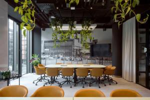 Kiedyś w willi, teraz w Elektrowni Powiśle. Oto nietuzinkowa przestrzeń Sony Music Polska projektu Rave Architects