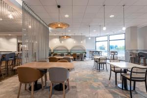 Morskie opowieści według pracowni Tremend. Oto nowe przestrzenie wspólne hotelu Novotel Gdańsk Marina