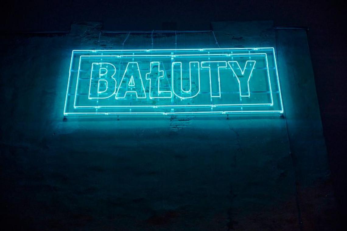Łódzki grafik Gouda z projektem neonu Beauty Bałuty