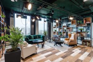Kreatywna przestrzeń do pracy. Nowa siedziba SYZYGY i Ars Thanea w Warszawie