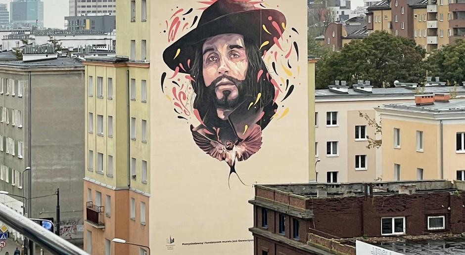 Portret Czesława Niemena zdobi budynek na warszawskiej Woli