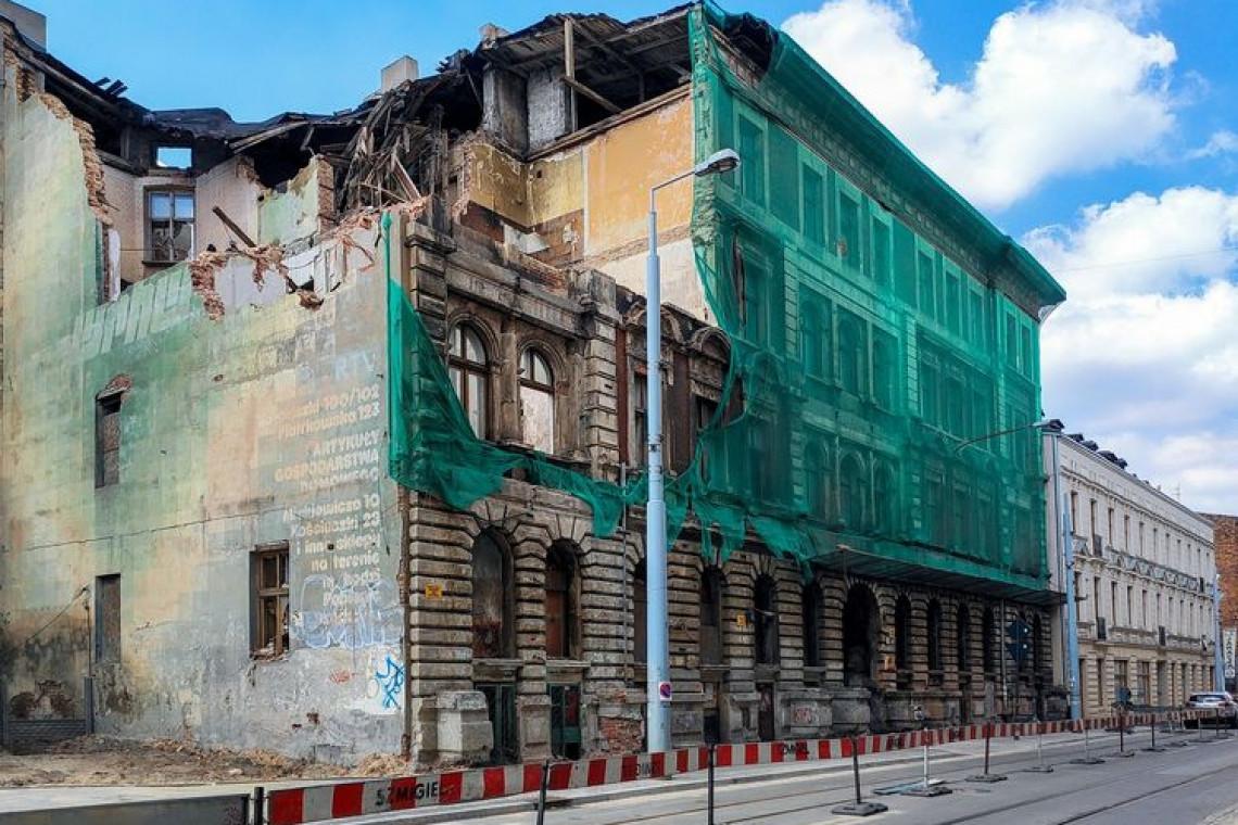 Opóźni się rozbiórka zawalonej kamienicy w Łodzi