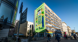 Ekologiczny mural w Warszawie zwraca uwagę na problem elektrośmieci