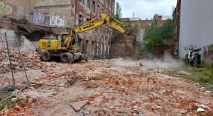 Trwa wyburzanie budynków na rzecz nowego pasażu w Łodzi