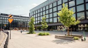 Przed hotelem Puro w Łodzi stanie 3,5 metrowa rzeźba