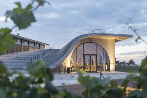 Najwyższy budynek w Czechach, brutalistyczny terminal, niezwykła winiarnia. Pracownia Chybik+Kristof nie próżnuje
