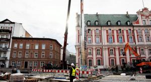 Na poznańskim placu Kolegiackim stanął Zegar Historii